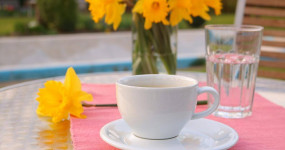 Zapomeňte na zmrzlinu a dejte si espresso – ochladí vás lépe!
