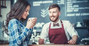 Milovníci kávy žijí déle a hrozí jim méně nemocí