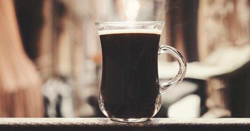 Instantní káva se stále těší velké popularitě